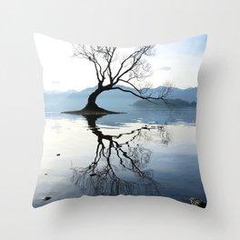 The Wanaka Tree, South Island, New Zealand Throw Pillow