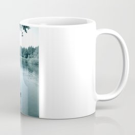 Schwäne am See. Coffee Mug