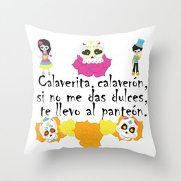 Calaverita, calaverón, si no me das dulces, te llevo al panteón - Mexican Trick or Treat. Throw Pillow