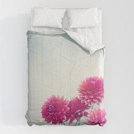 Red Dahlia Flowers Bloom in The Garden Comforters