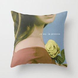 YO SOY LA PRINCESA Throw Pillow