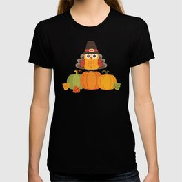 THANKSGIVING OWL IN TURKEY COSTUME ON PUMPKINS T-shirt