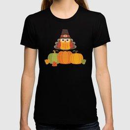 THANKSGIVING OWL IN TURKEY COSTUME ON PUMPKINS T-shirt