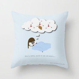 Abre tu mente, quizás no sea una locura… Throw Pillow