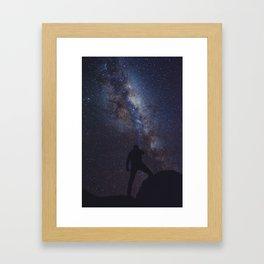 Iluminando la via lactea Framed Art Print