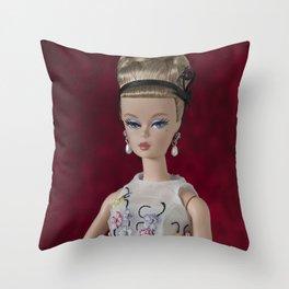 Alta sociedad Throw Pillow