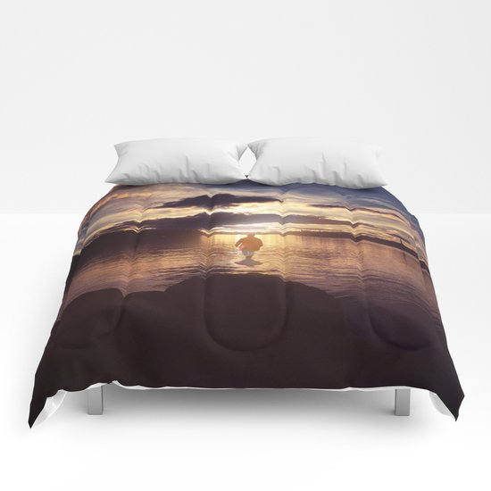 Walking to the sun Comforters