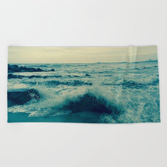 Waves crashing against rocks | Beach Beach Towel