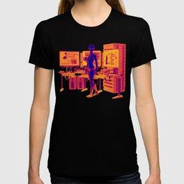 Alien Female Console Station HD Infared T-shirt