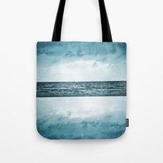 L'île invisible . . . Tote Bag