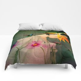 Woman between flowers / La mujer entre las flores Comforters