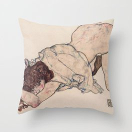 KNEELING GIRL, RESTING ON BOTH ELBOWS - EGON SCHIELE Throw Pillow