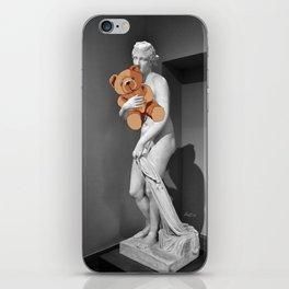 La venere con l'orsachiotto iPhone Skin