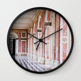 le couloir rose Wall Clock