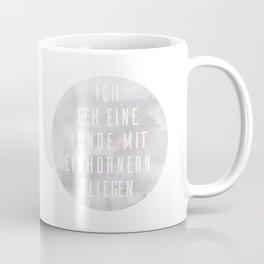 Mit Einhörnern fliegen Coffee Mug