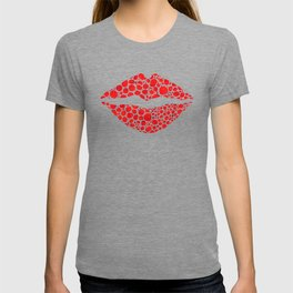 Red Lips Art - Big Kiss - Sharon Cummings T-shirt