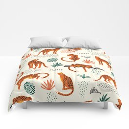 Seamless pattern with leopards Comforters