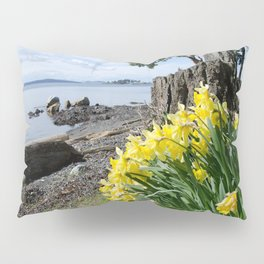 DAFFODILS OF SPRING IN THE SAN JUAN ISLANDS Pillow Sham