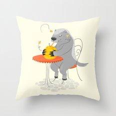 Honeybadger à Paris Throw Pillow