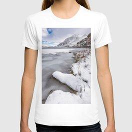 Snowfall at Ogwen Lake Snowdonia T-shirt