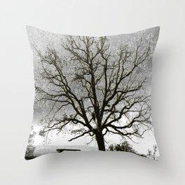 L'arbre de Gourdon Throw Pillow