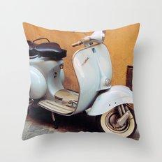 Vespa blu Throw Pillow