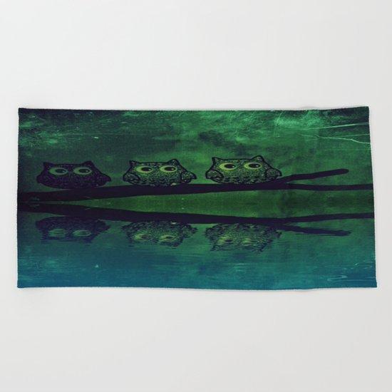 owl-319 Beach Towel