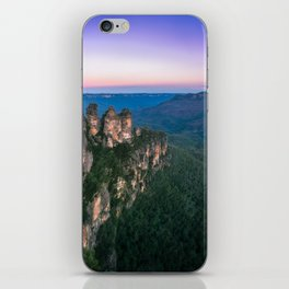 Cold morning but warm sunrise colors in the sky at Three Sisters in Blue Mountains. iPhone Skin