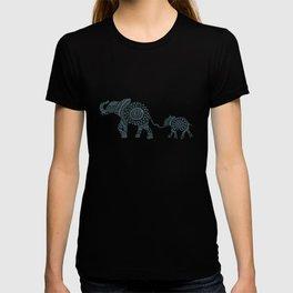 Mama Elephant Walking Baby Elephant Circle Art T-shirt