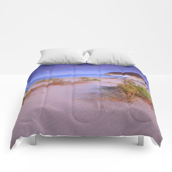 """Windy sunset at the paradise"" Comforters"
