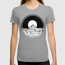 Iceland Mountain Black and white T-shirt
