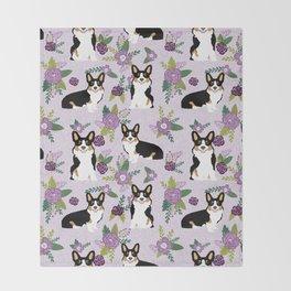 Tricolored Corgi Floral print - feminine blue purpl florals dogs, dog lover, dog mom, tri corgi cute Throw Blanket