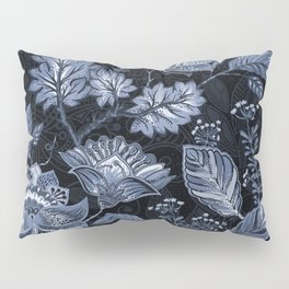 Blooms in the blue night Pillow Sham