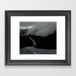 La carretera Framed Art Print