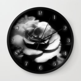 Rosas Moradas 1 Dark Wall Clock