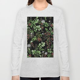 mid winter berries Long Sleeve T-shirt
