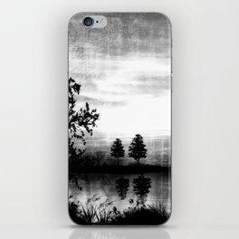 Abend am See - schwarz-weiß iPhone Skin