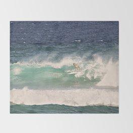 NEVER STOP EXPLORING - SURFING HAWAII Throw Blanket