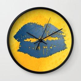 dp048-8 Watercolor kiss Wall Clock