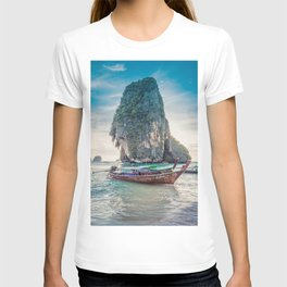 Boat in the sea T-shirt