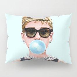 Audrey Hepburn Chewing Bubble Gum - 4 Pillow Sham