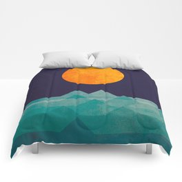 The ocean, the sea, the wave - night scene Comforters