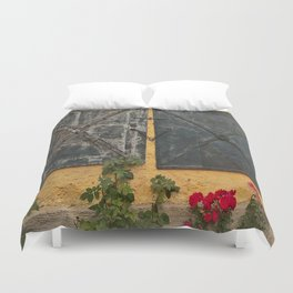 Old house with red roses Duvet Cover