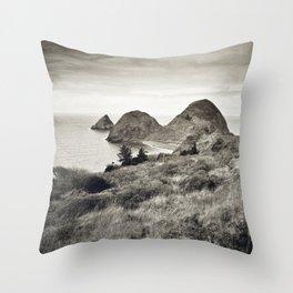 ... L'île du bout du Monde ... Throw Pillow