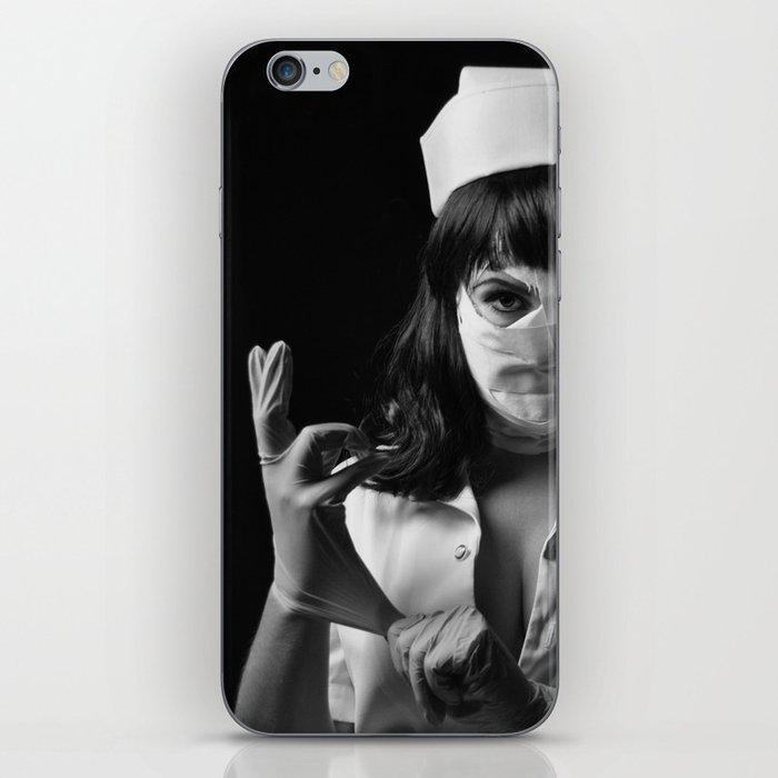 Le Carnaval | One night at the asylum | the nurse  iPhone Skin