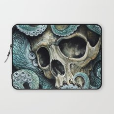 Please my love, don't die so far from the sea... Laptop Sleeve