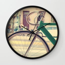 Geen Mint Bicycle in the City (Retro - Vintage Photography) Wall Clock