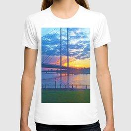 Düsseldorf Bridge @ early night T-shirt