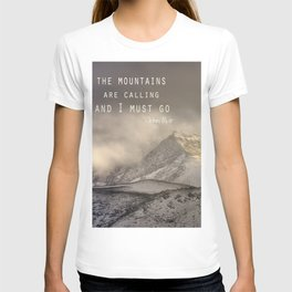 The Mountains are calling, and I must go.  John Muir. Vintage. T-shirt