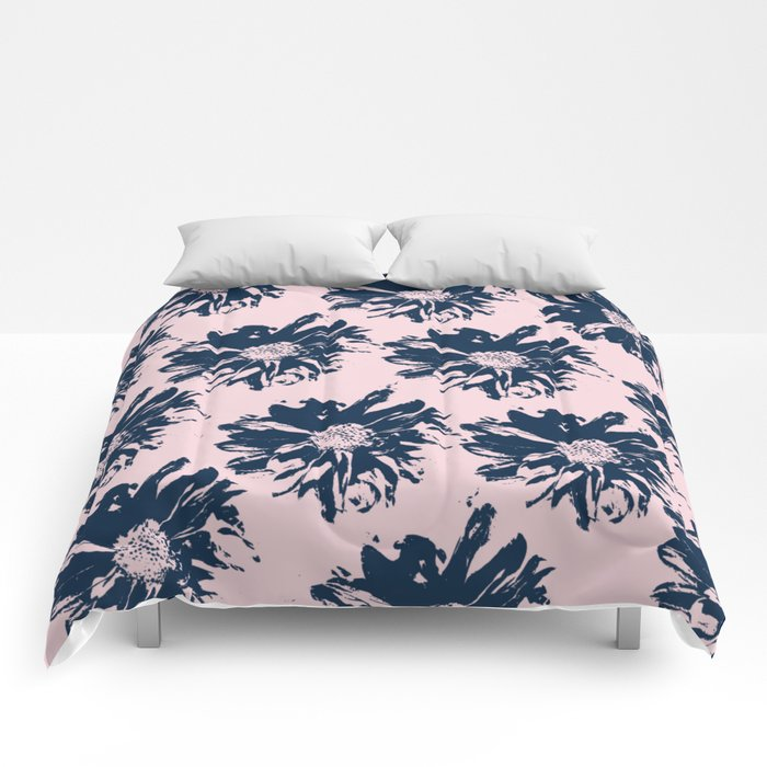 Abstract pattern Comforters